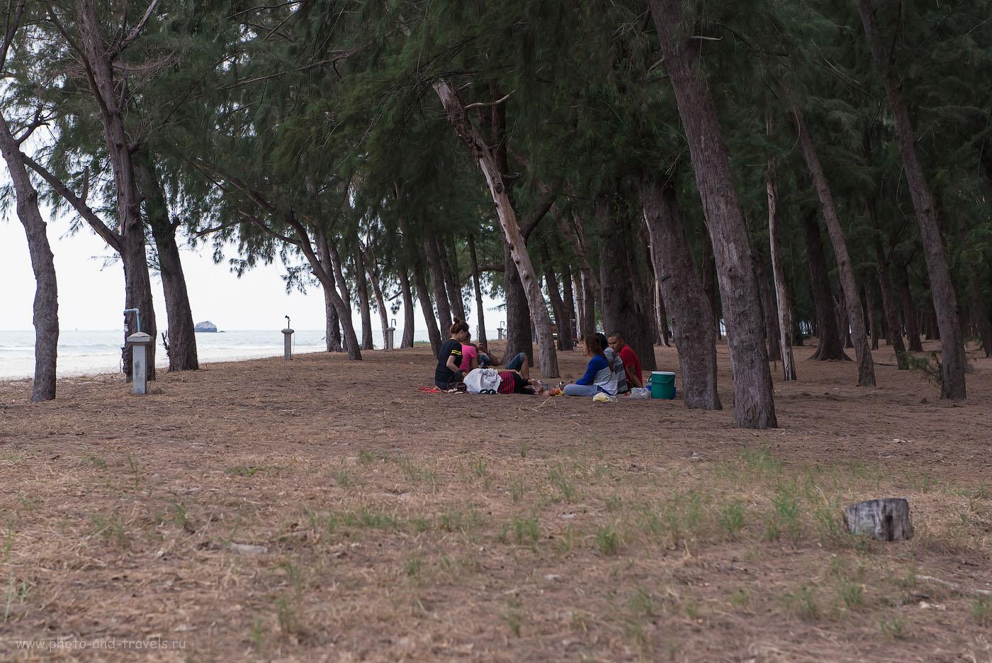 Фото 4. Пикник на пляже Лаем Сала в национальном парке Сам Рой Йот. Отдых после посещения пещеры Прайя Накхон (Phraya Nakhon cave) (1250, 70, F=7.1, 1/400)