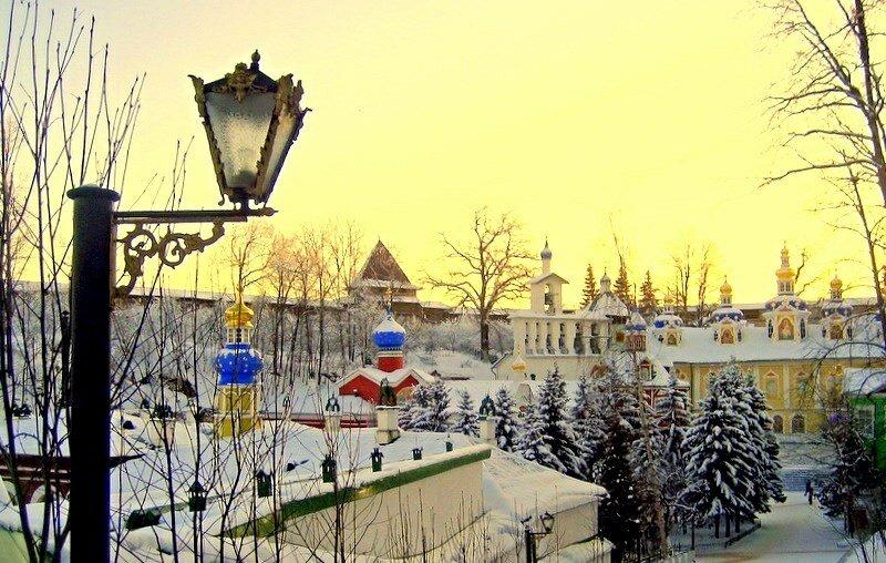 Зимний закат в монастыре