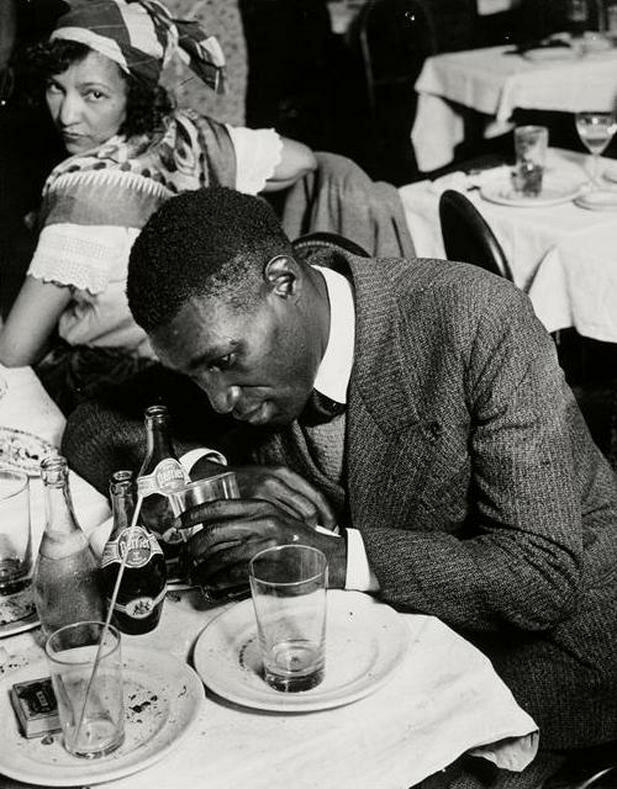 1932. Пьяный мужчина в «Cabane Cubaine»