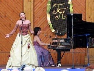 Ведущая Вечеров классической музыки в сокольниках
