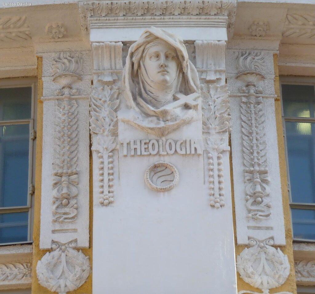 Рельефы на здании Национальной библиотеки (5).