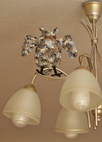 Тут замечательная раскрылившаяся сова на люстре