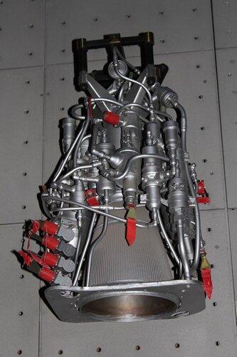 Жидкостный однокамерный двигатель многократного включения