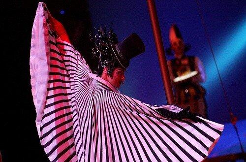 """Новое представление Cirque du Soleil называется  """"OVO """" ."""