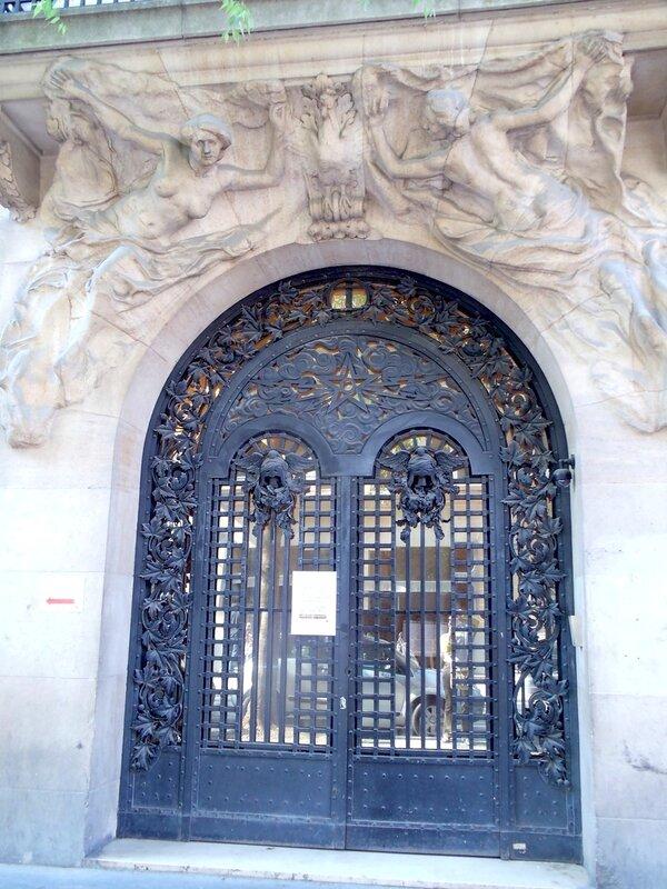 Двери Парижа