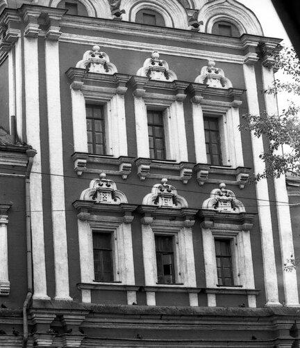Южная часть четверика церкви Николы на Болвановке.