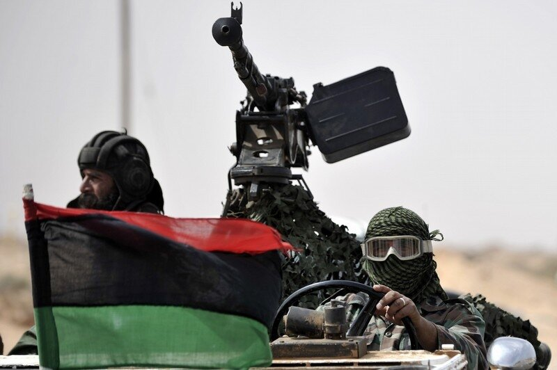 Libyan rebels return from the battle fie