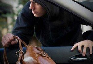 У жителя Приморья из машины украли барсетку