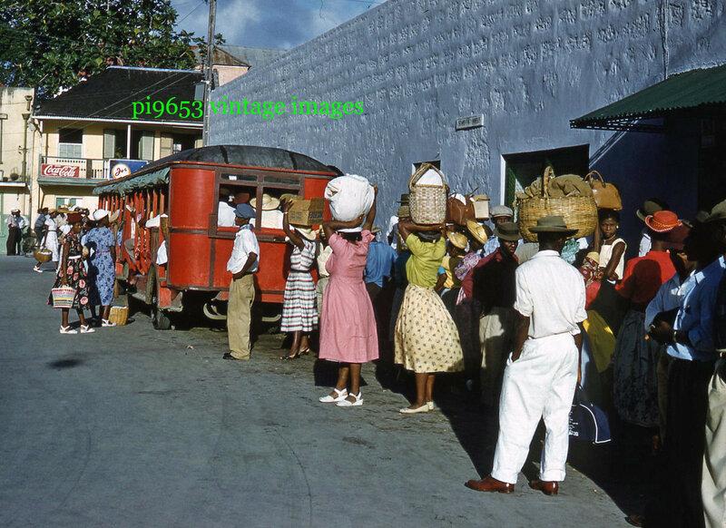 1950-е Барбадос Бриджтаун Автобусная остановка.JPG