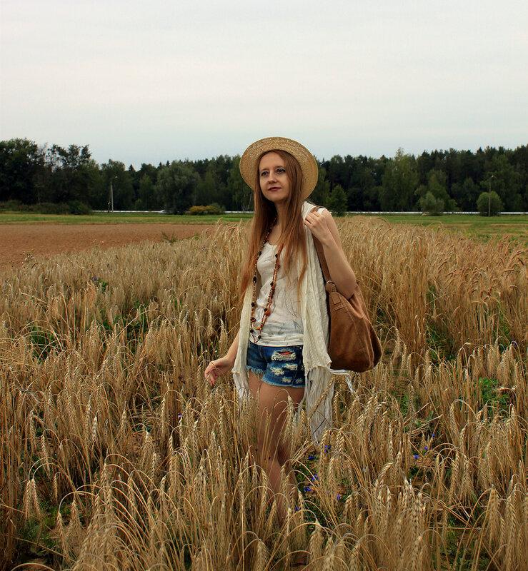 шорты - Mango, обувь - Stradivarius, шляпа - H&M