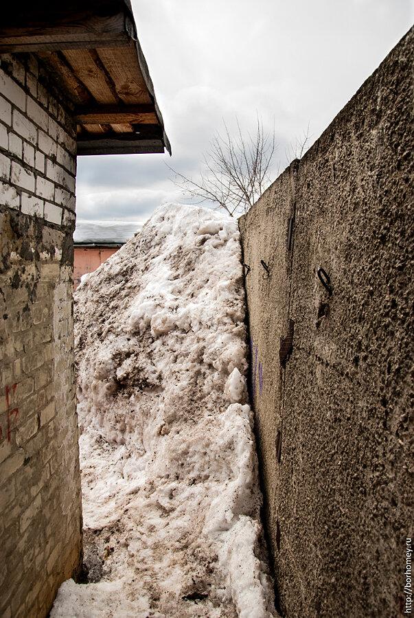 снег в гаражных кооперативах Саров