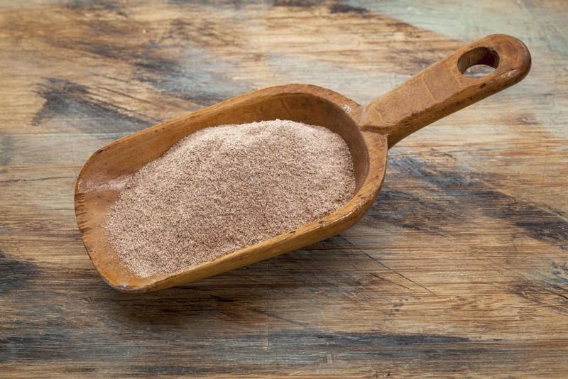 20. Научитесь печь из цельнозерновой муки Цельнозерновая мука гораздо полезнее пшеничной муки высшег