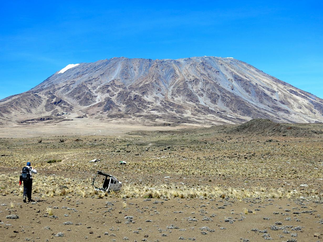 Танзания. Гора Килиманджаро (5895 м над уровнем моря). Однако, несмотря на статус высочайшей горы Аф