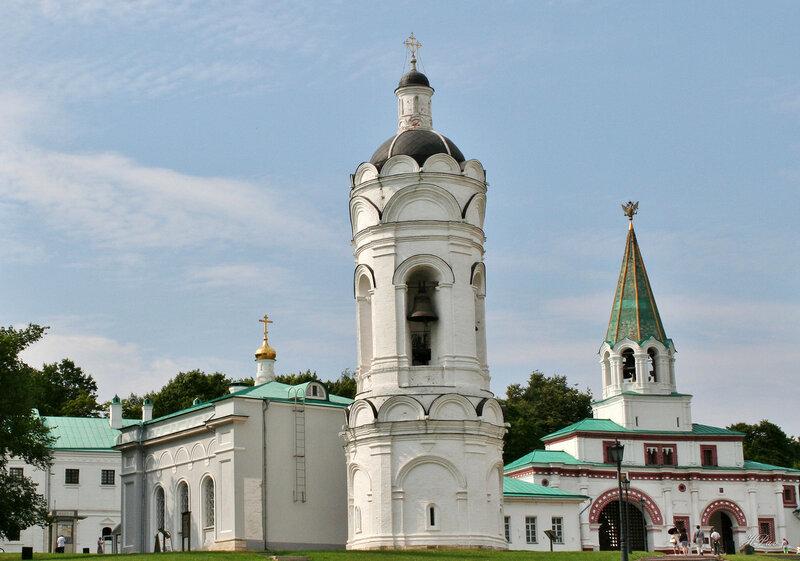 Храм-звонница Георгия Победоносца и Передние ворота