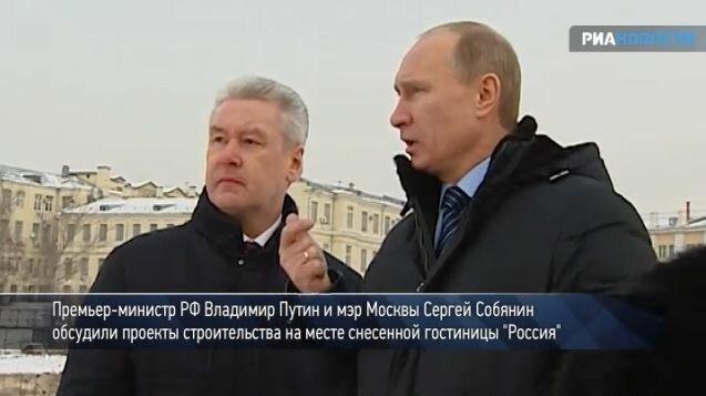 Путин и Собянин совещались в центре Москвы под гудки застрявших в пробке автомобилей о судьбе Зарядья.