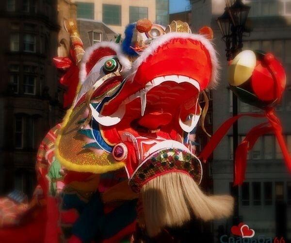 Впустим в Петербург символ 2012 года - Китайского дракона.  В 15:00 мы выстроимся в хвост...