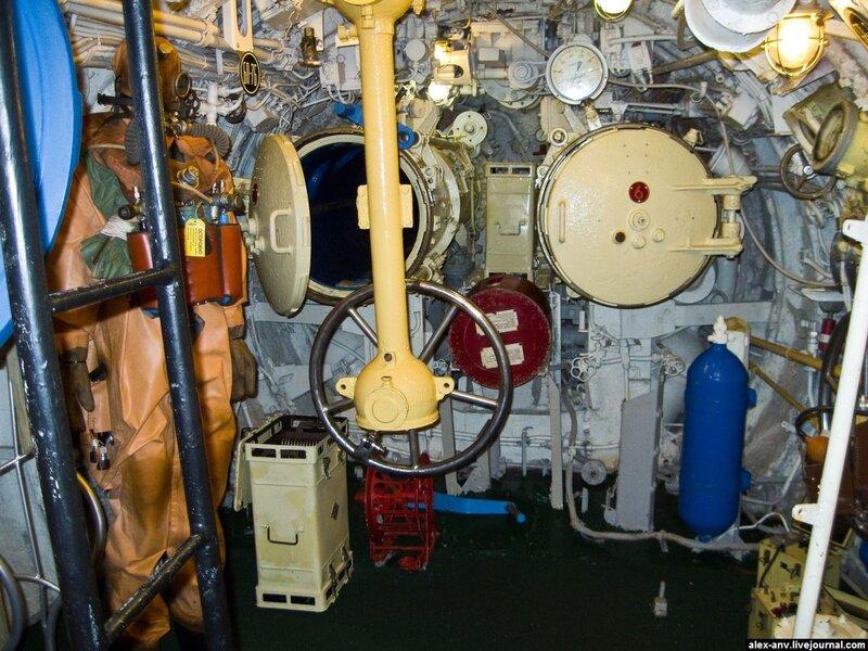 Подводная лодка С-189. Седьмой, кормовой торпедный отсек. Содержит два торпедных аппарата и чучело водолаза.