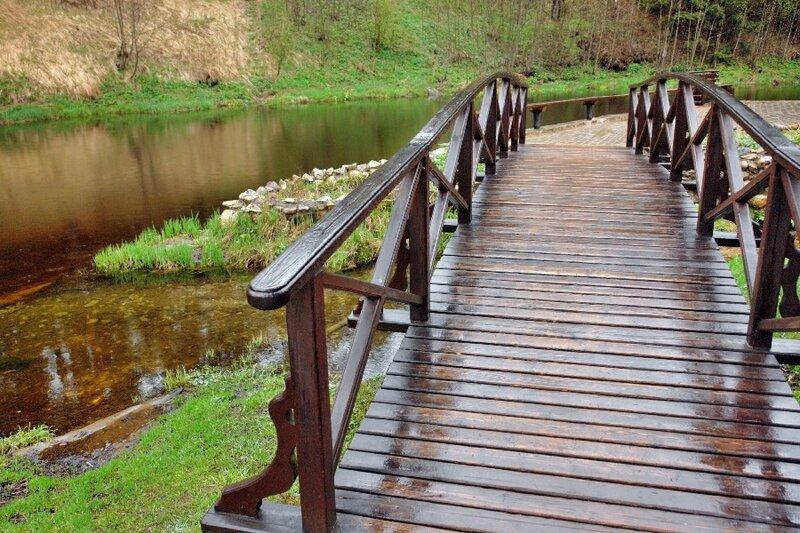 Мосток к купальне у святого источника