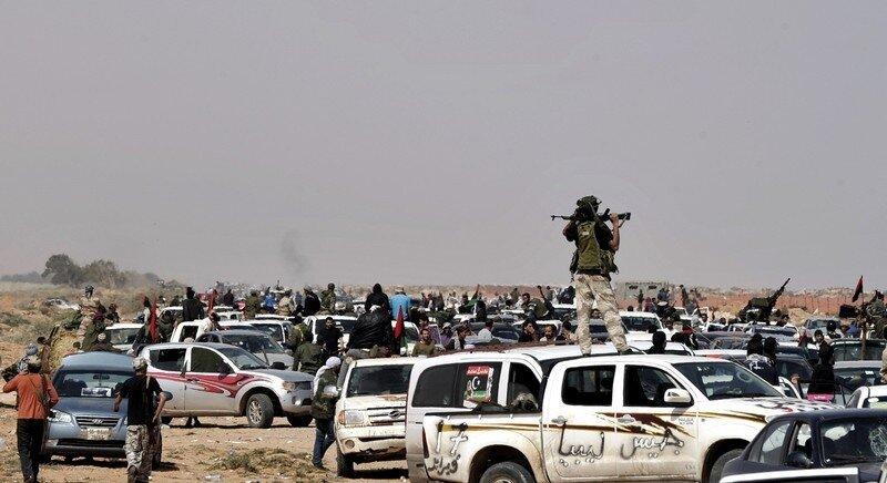 Libyan rebels gather near Nofilia, 100 k