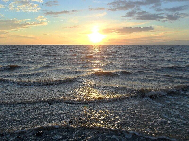 У моря вечером, в апреле