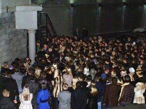 """Многие желающие не смогли попасть в клуб на концерт """"Мумий Тролля"""""""