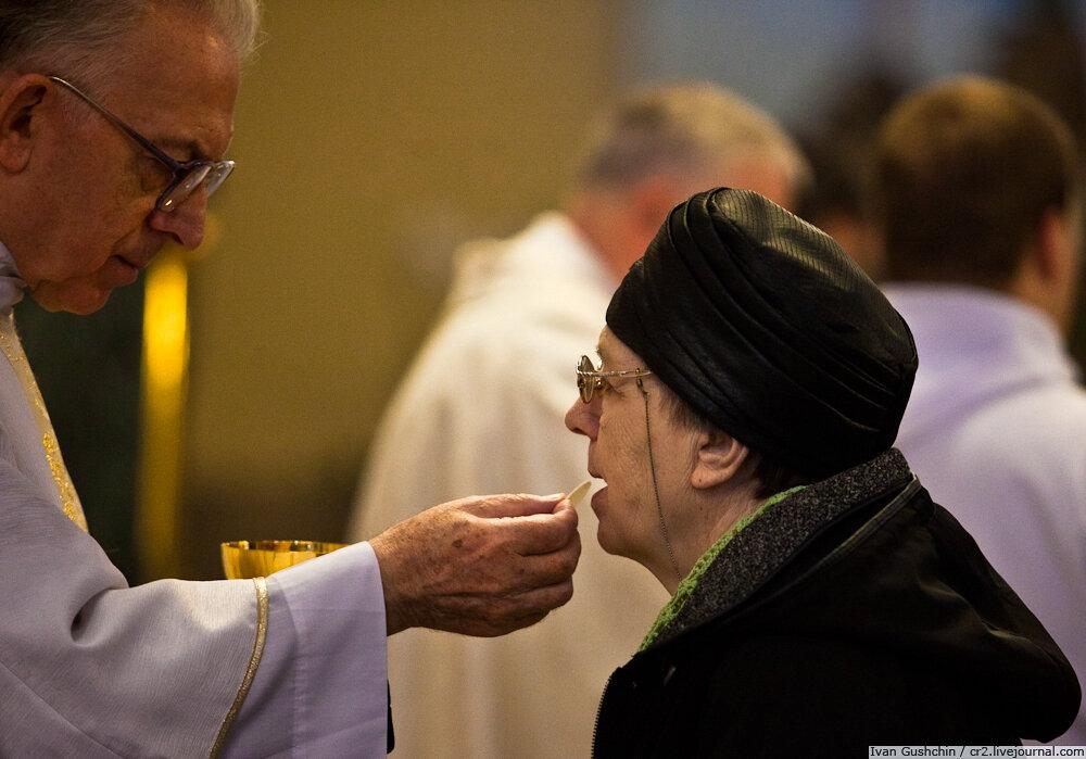 Картинки по запросу католики причастие у католиков