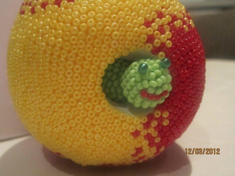 Яблоко из пластилина, обклеено