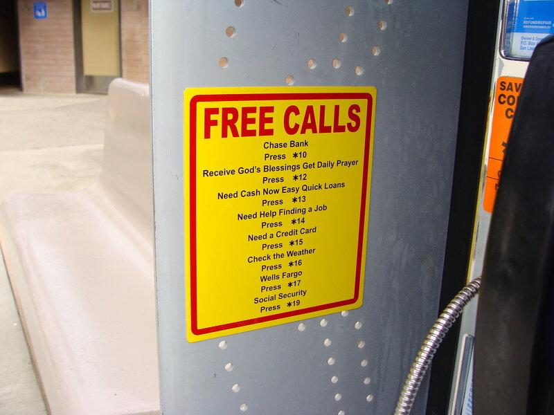 Куда американец может бесплатно позвонить с дороги
