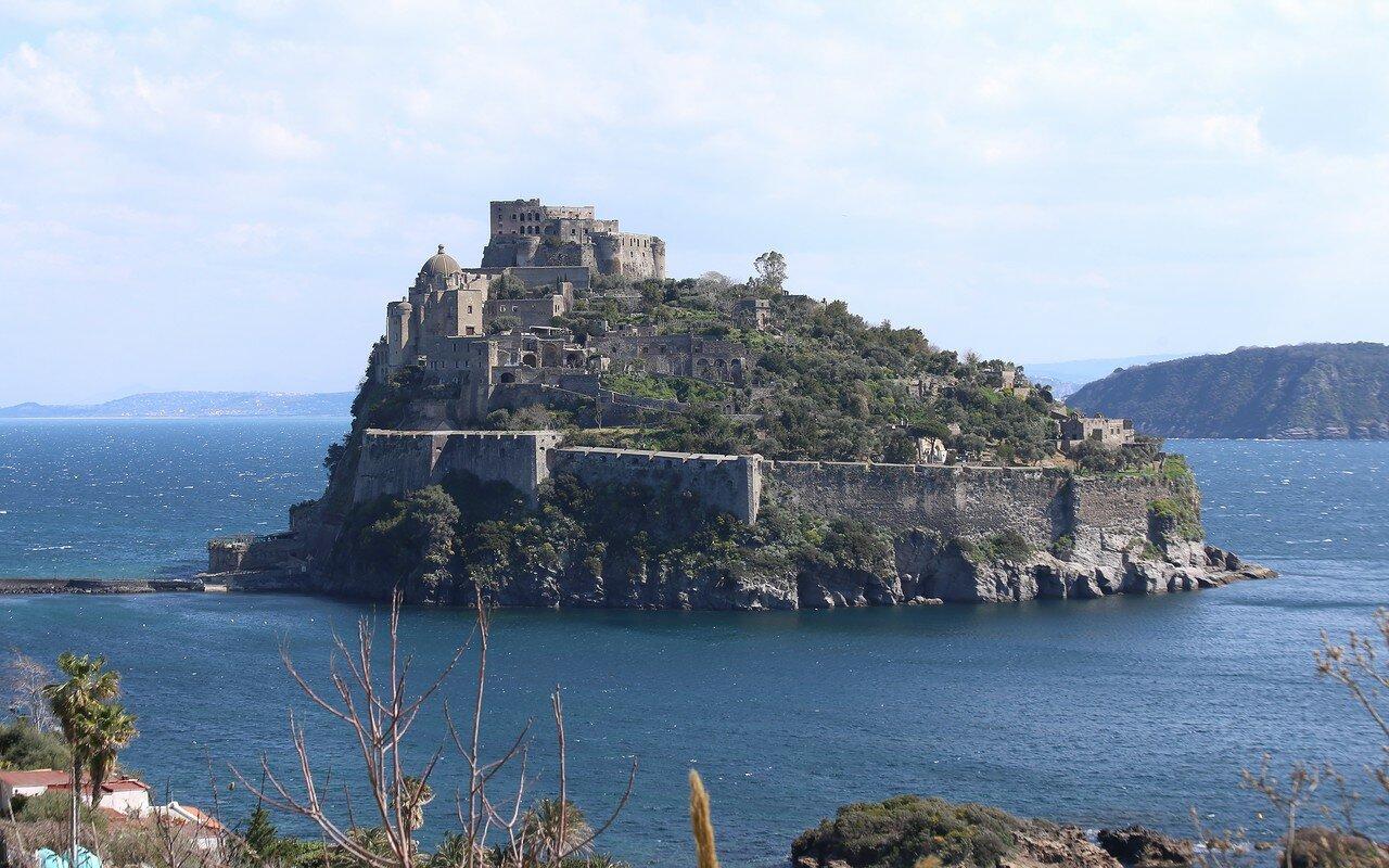 Искья-Порто. Арагонский замок.