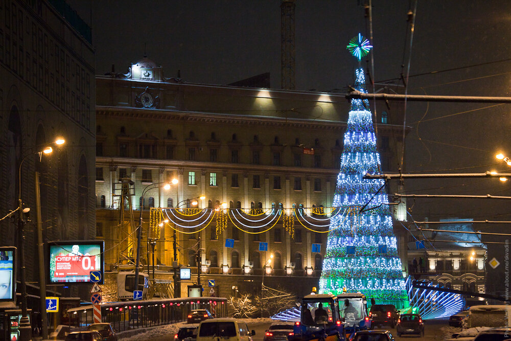 Новогодняя ёлка «Северное сияние» на Лубянской площади