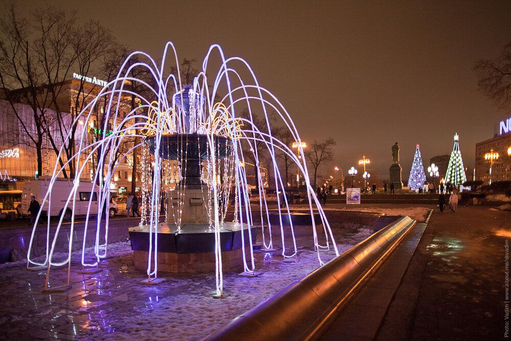Новогодние украшения на Пушкинской площади