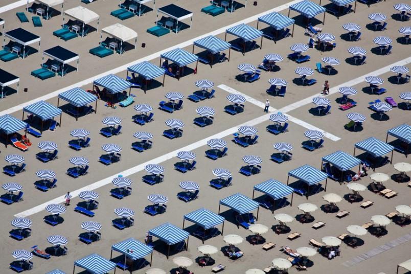 13. Помеченная территория, Виареджо, Италия, 2010 г. (Alex MacLean / Beetles+Huxley)
