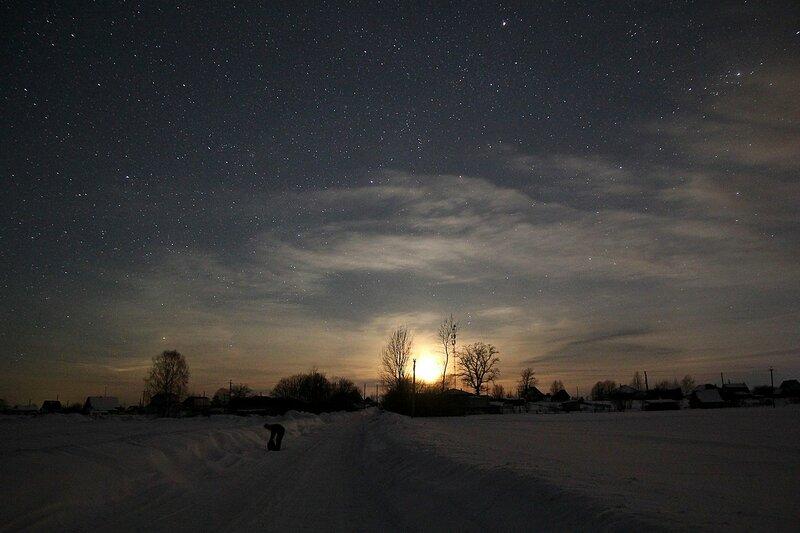 Луна садится за деревней Жданухино