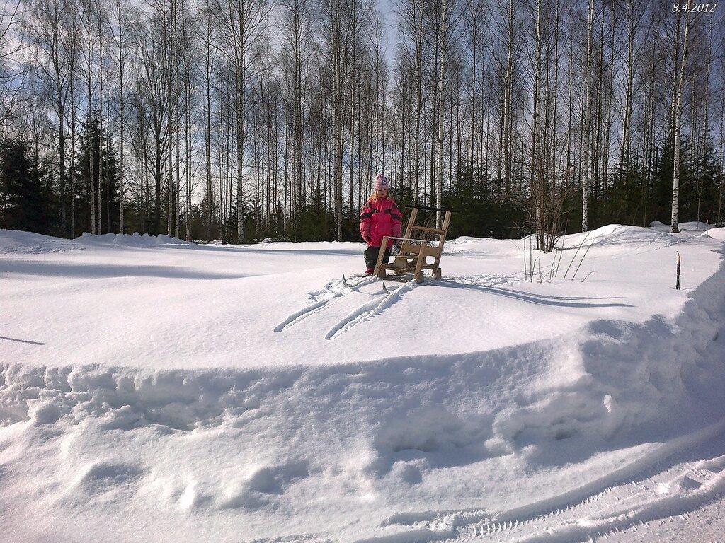 На старинных финских санках.