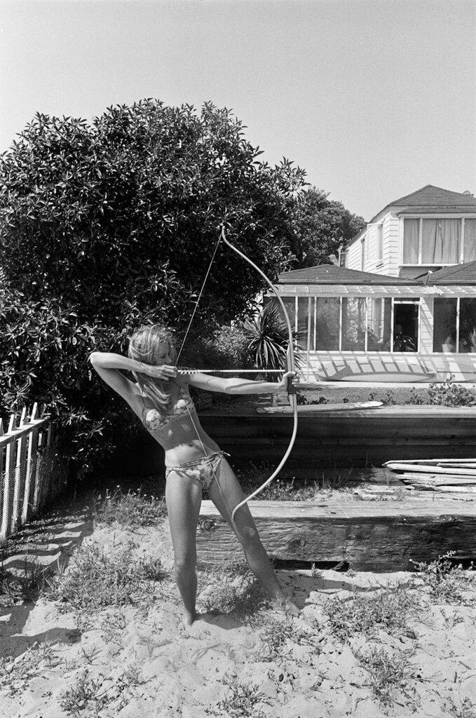 Деннис Хоппер. Photographs 1961-1967.Джейн Фонда в Малибу. 1965