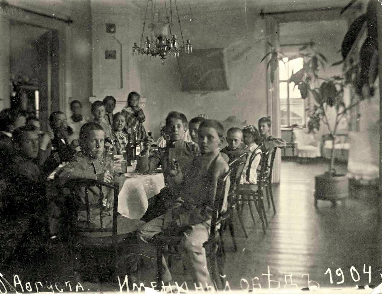Именинный обед в доме врача П.Н. Коновалова