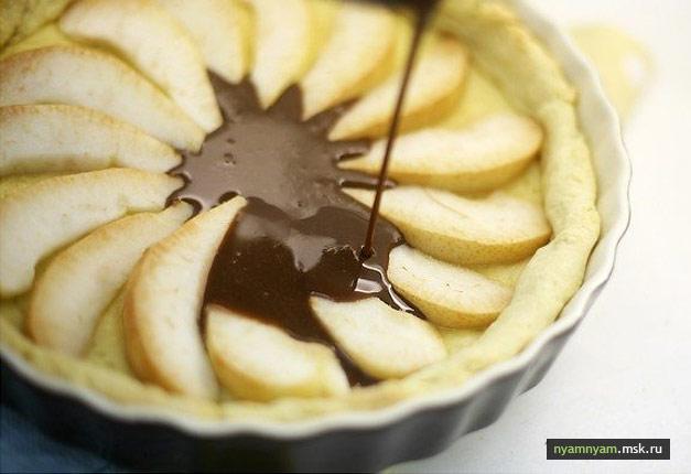 Пирог с грушами, шоколадом и карамелью