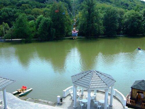 Канатка над озером