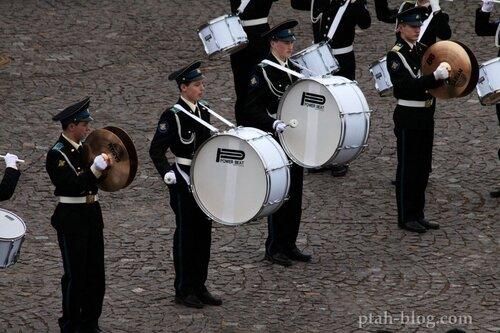 выступление барабанщиков, петербург
