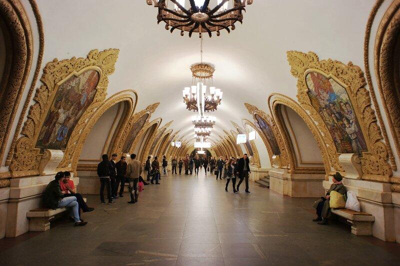 Картинки по запросу самые красивые станции метро москвы