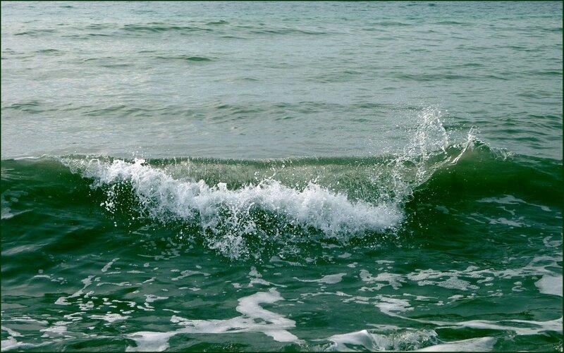 Всплеск надвигающейся волны