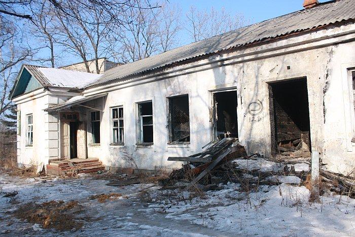 Вместо обещанного ремонта пустые детские сады Владивостока стоят брошенными и разрушаются