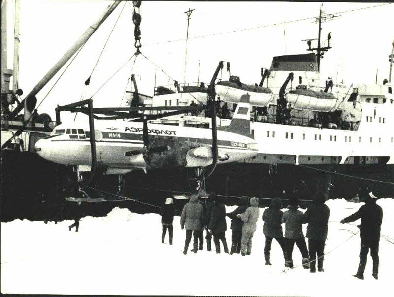 Ил-14 выгрузка в Антарктиде