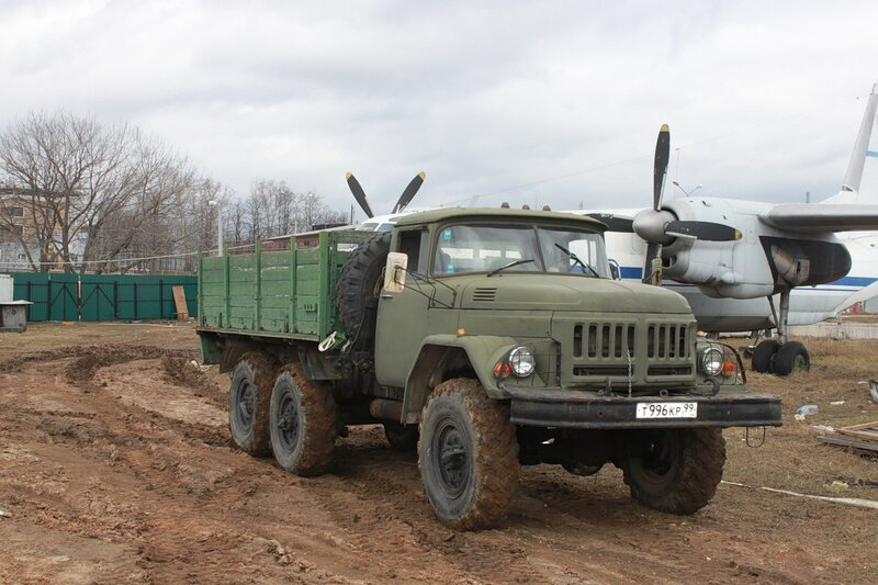 Зил-131 Дизель - буксировщик Ил-14Т