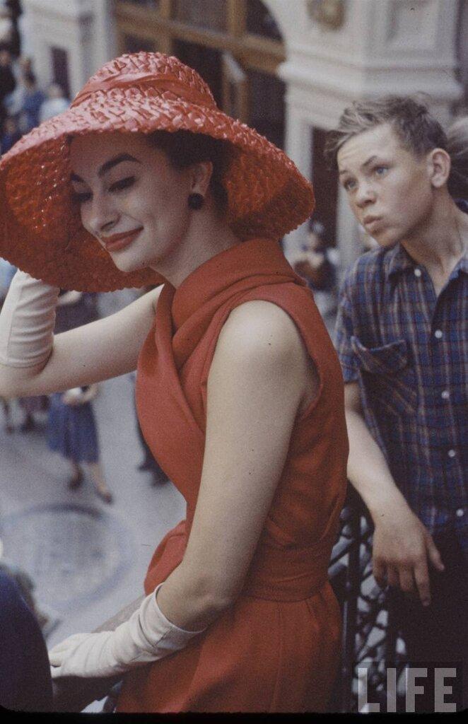 """фотографии моделей Dior  для журнала """"Лайф"""" в Москве."""