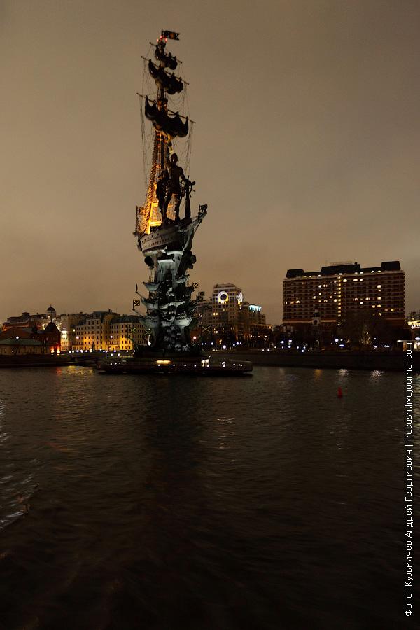 ночное фото Памятник Петру Первому