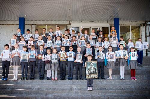 Участники акции «Бессмертный полк» в гимназии №38