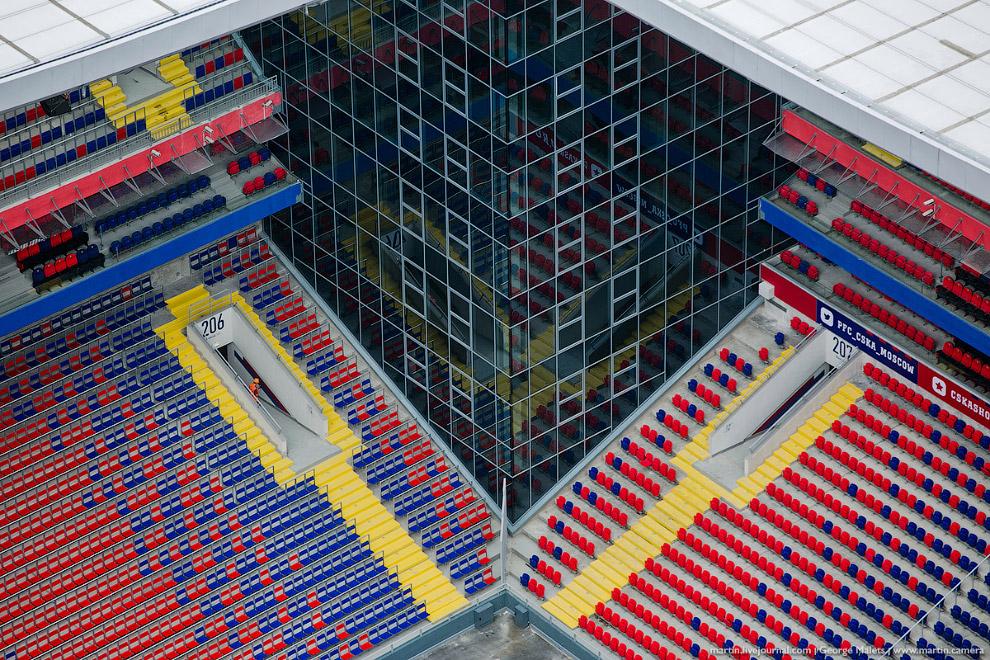 12. Основная башня, высотой 140 метров, предназначена для делового центра. По форме здание напо