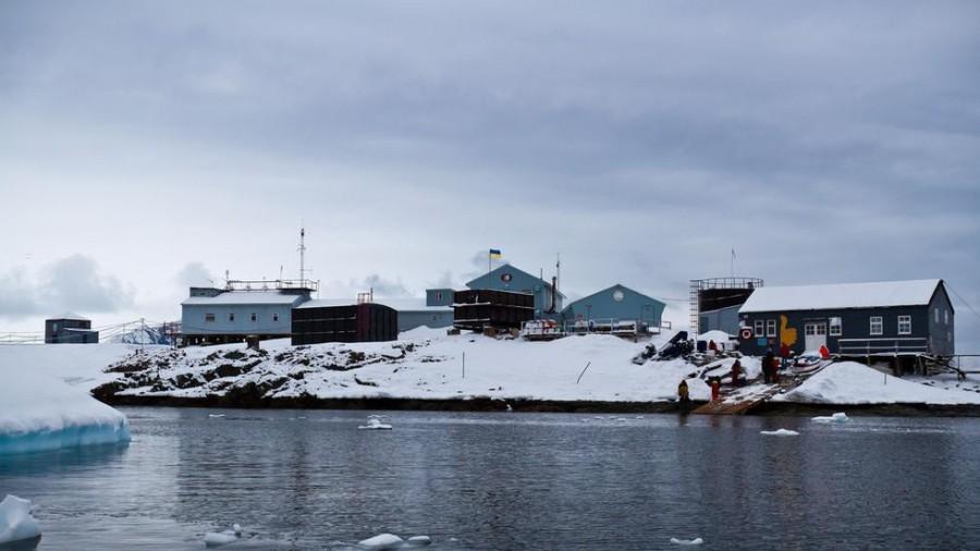 11. В Антарктиде работает самый южный бар на планете Этот бар расположен на научно-исследовательской