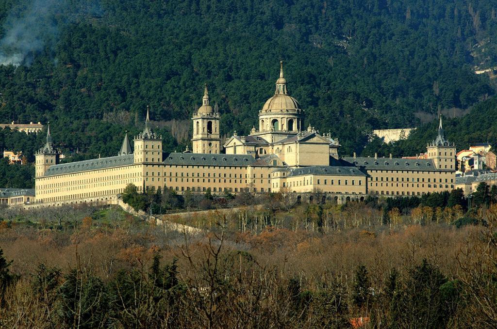4 место. Близ Мадрида. Дворец Эскориал. (Turismo Madrid)